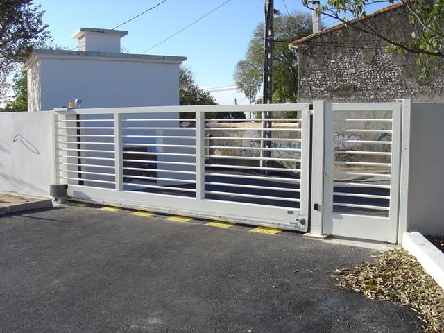 Entretien de vos portails automatiques rideaux m talliques barri re automatique un contrat for Barriere de jardin metallique